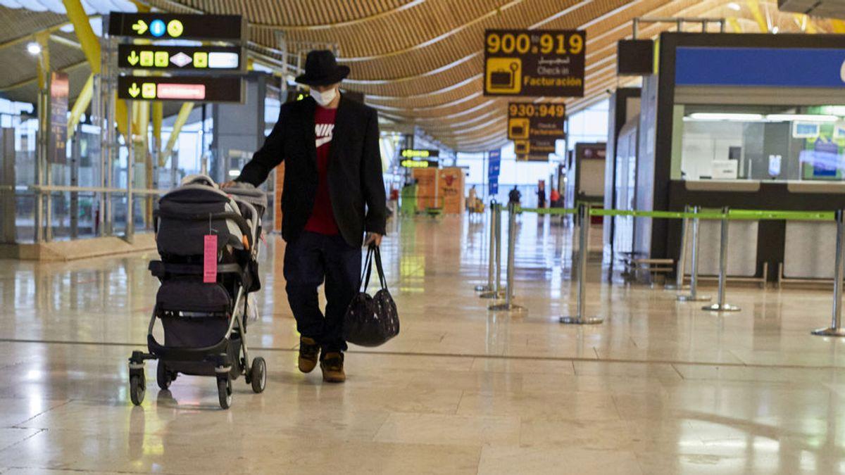 Ayuso se pregunta cuánta tardará el Gobierno en prohibir los vuelos desde India como ha hecho Italia