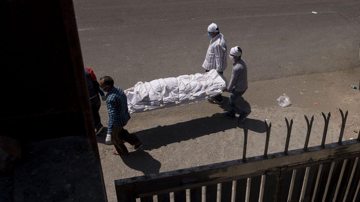 La pandemia avanza a un ritmo récord de 900.000 casos globales diarios, 350.000 en India