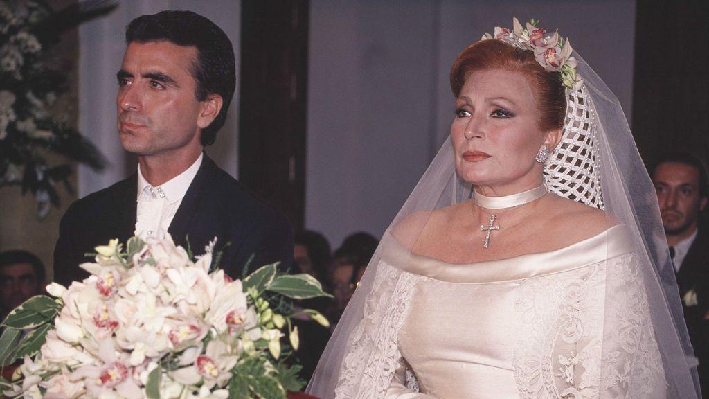 Tras su divorcio con Pedro, contrajo matrimonio con el torero José Ortega Cano.