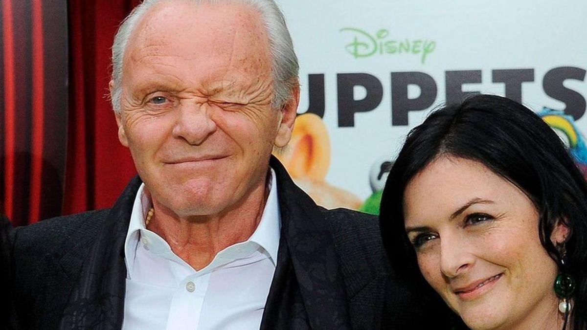 Anthony Hopkins con su hija, Abigail, y su mujer actual, Stella, en su última foto juntos (2011)