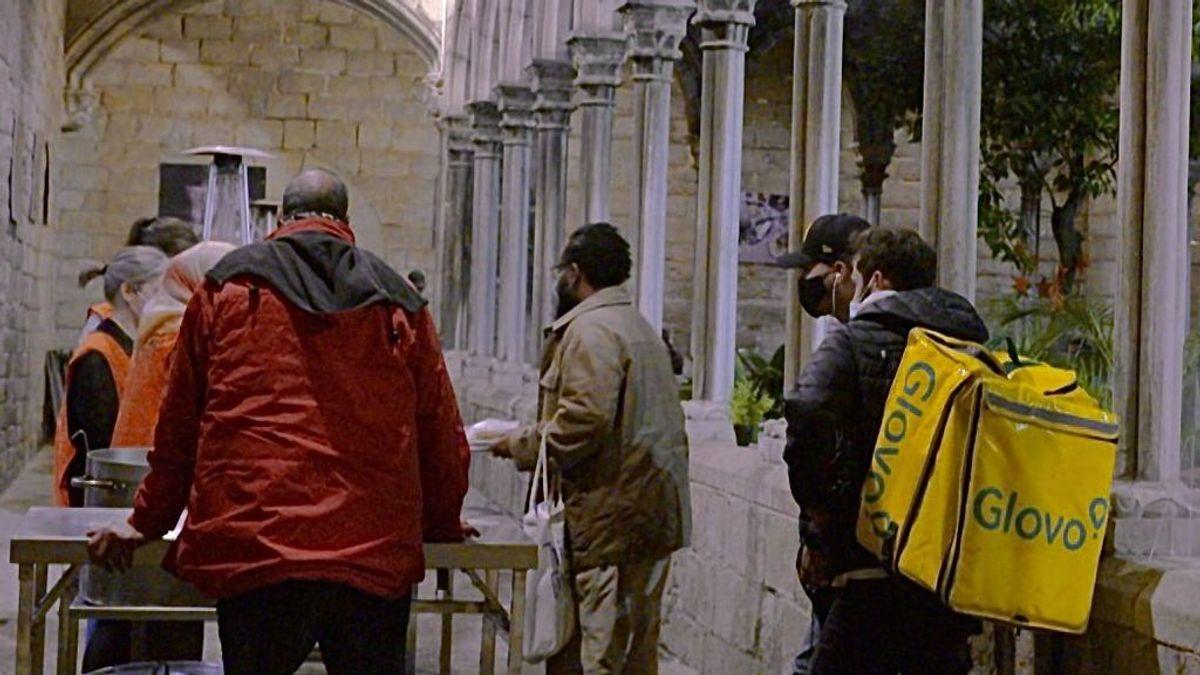 Sinpapeles y traficantes, entre los clientes de mochilas de comida a domicilio