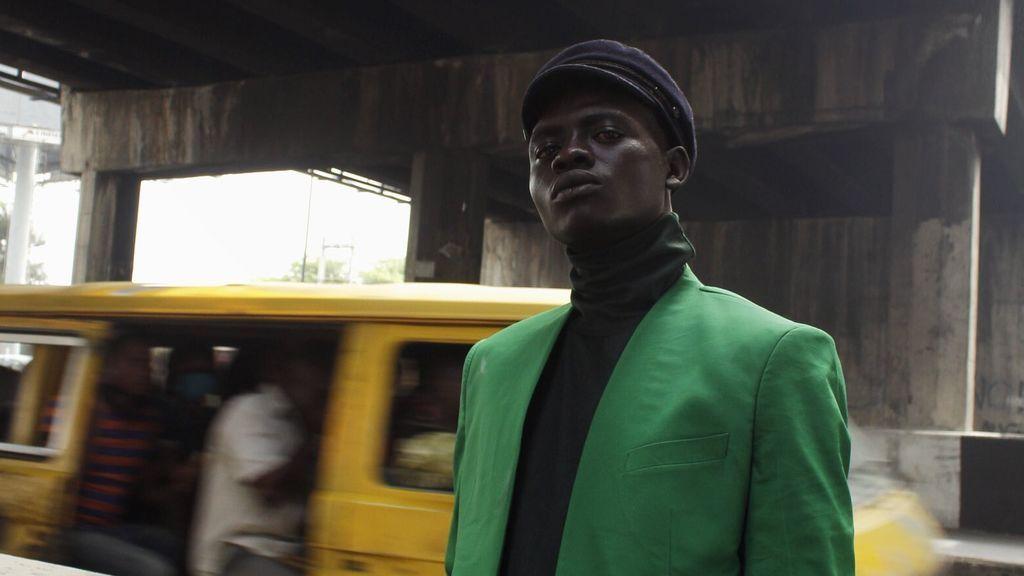 De vivir debajo de un puente a convertirse el modelo de éxito: la historia del joven nigeriano Ali Olakunmi