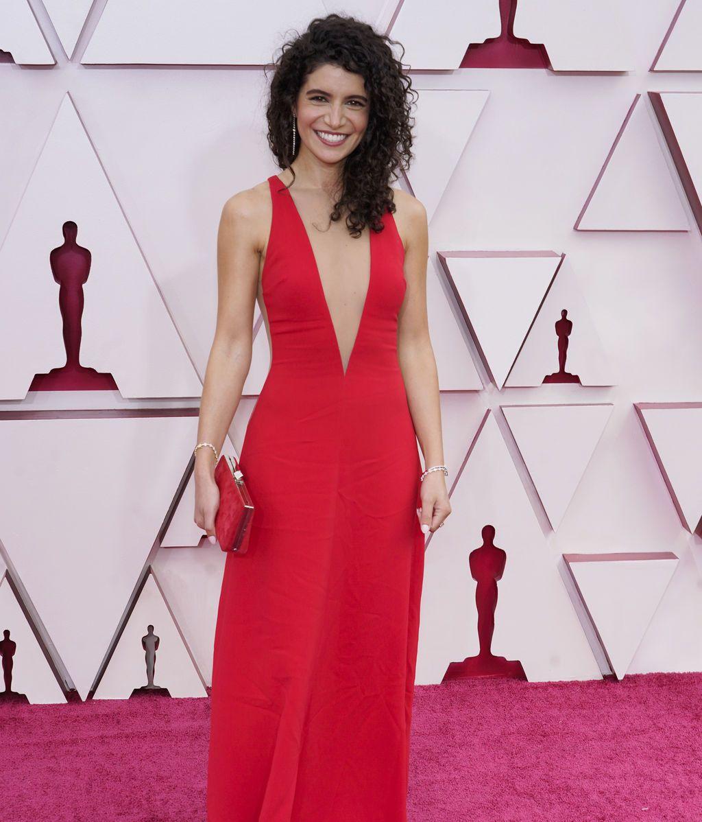 Nina Pedrad desfila en la alfombra roja de Union Station, la estación de autobuses de Los Ángeles, una de las sedes donde tiene lugar la gala de los Premios Oscars 2021