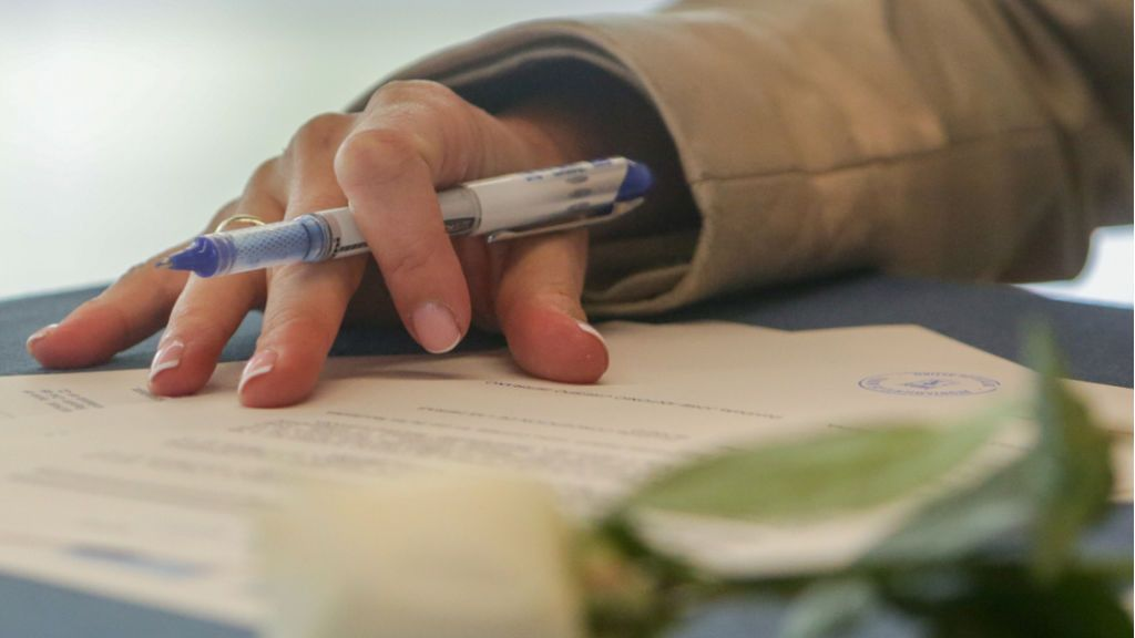 Las parejas que se vayan a casar por la vía civil podrán tramitar su expediente matrimonial a través del notario