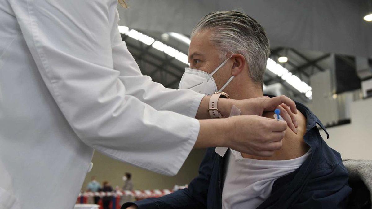 ¿Los vacunados pueden dejar de usar mascarillas? Una agencia europea propone que sí