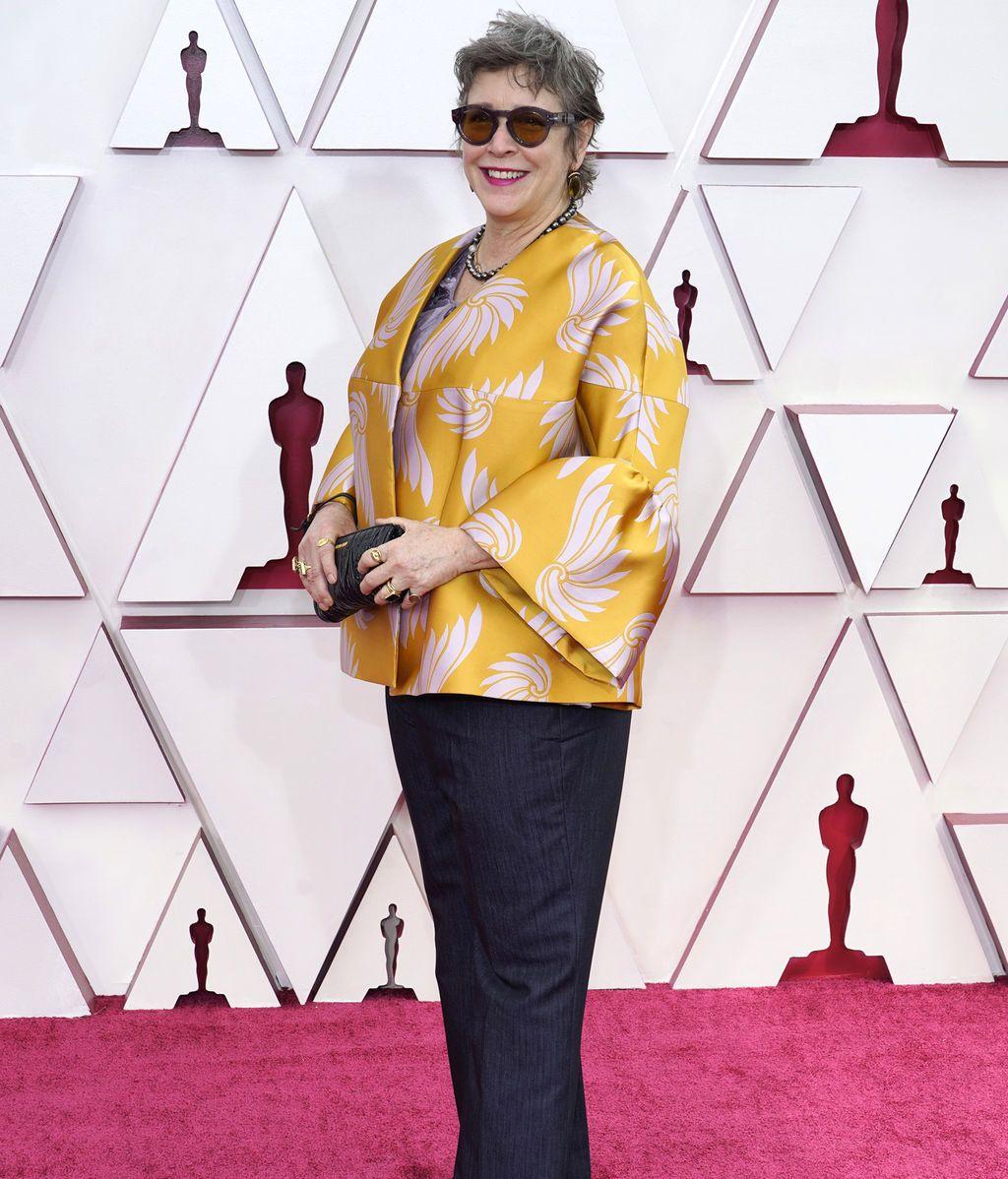 Elizabeth Keenan desfila en la alfombra roja de Union Station, la estación de autobuses de Los Ángeles, una de las sedes donde tiene lugar la gala de los Premios Oscars 2021