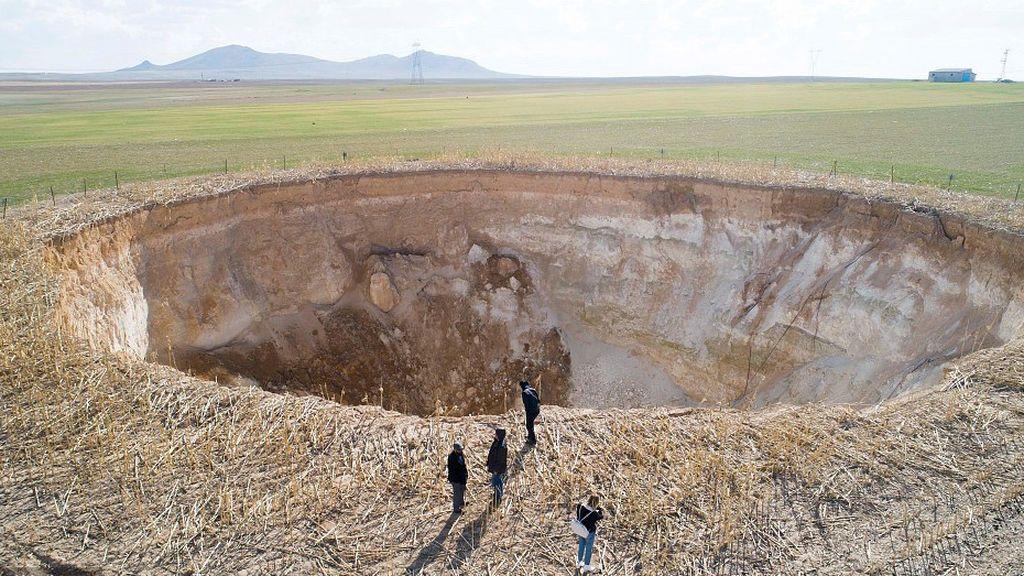 ¿Qué está provocando estos agujeros capaces de tragarse un autobús en Turquía?
