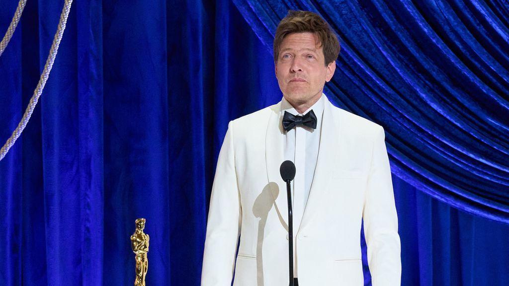 """Thomas Vinterberg le dedica el Oscar a su hija fallecida de 19 años: """"Has manejado los hilos desde algún lado"""""""