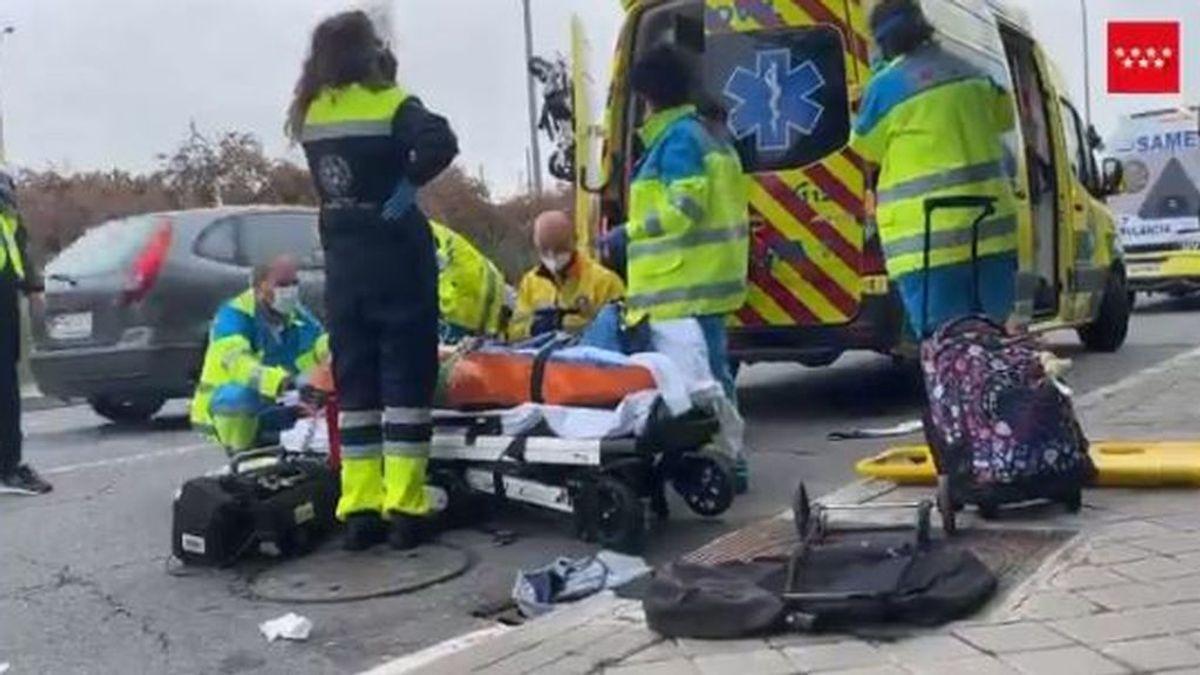 Un coche arrolla a tres personas mientras cruzaban un paso de cebra en Madrid