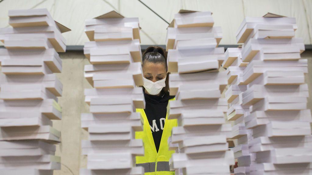 Los tacos de las papeletas con las que se votará el 4M