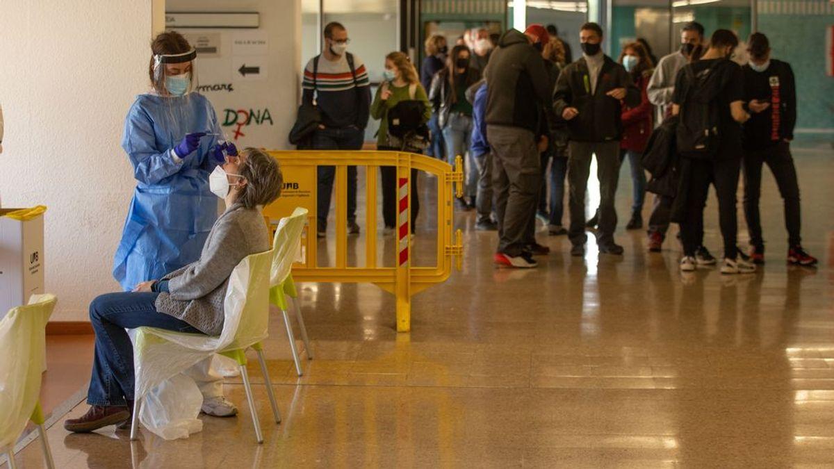 Los hospitalizados por coronavirus en España descienden