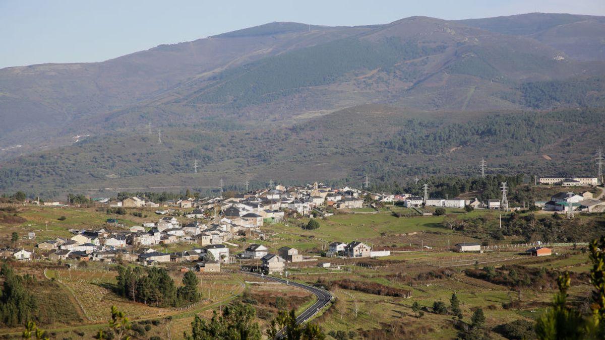 """Larouco, el pueblo de Ourense con el 56% de sus vecinos inmunizados: """"Ventajas de ser una población envejecida"""""""