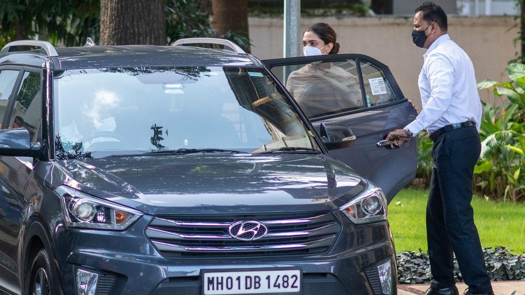 Los ricos y las estrellas de Bollywood huyen de India en jet privado mientras se agrava la pandemia