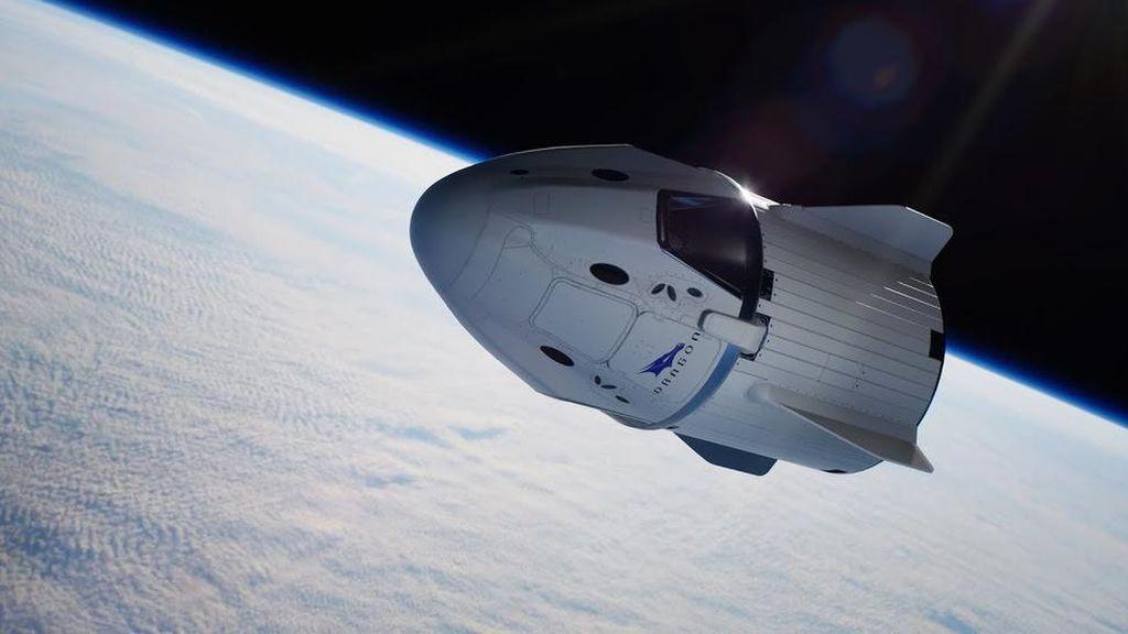 Un 'objeto desconocido', a punto de chocar contra una nave con cuatro astronautas a bordo