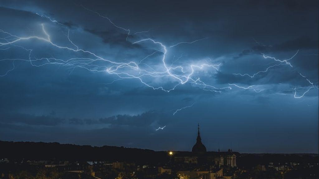 Cosas que nunca debes hacer durante una tormenta eléctrica que pueden costarte la vida