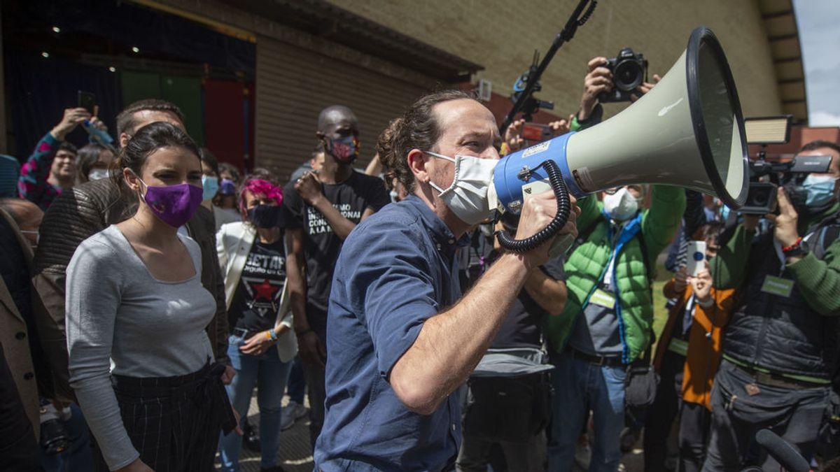 Pablo Iglesias, megáfono en mano, en un acto electoral en Getafe