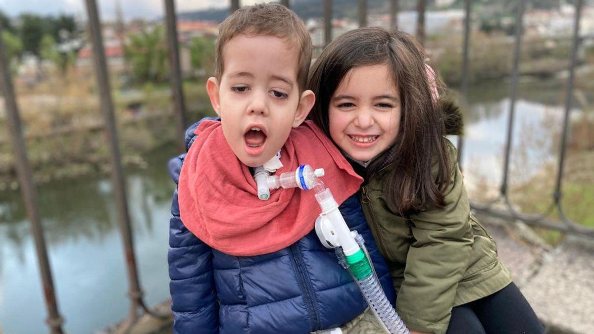 """Los padres de Rafa piden ser vacunados: """"Nadie, más que nosotros, puede atenderlo"""""""