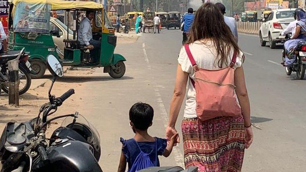 espanola en india por la calle