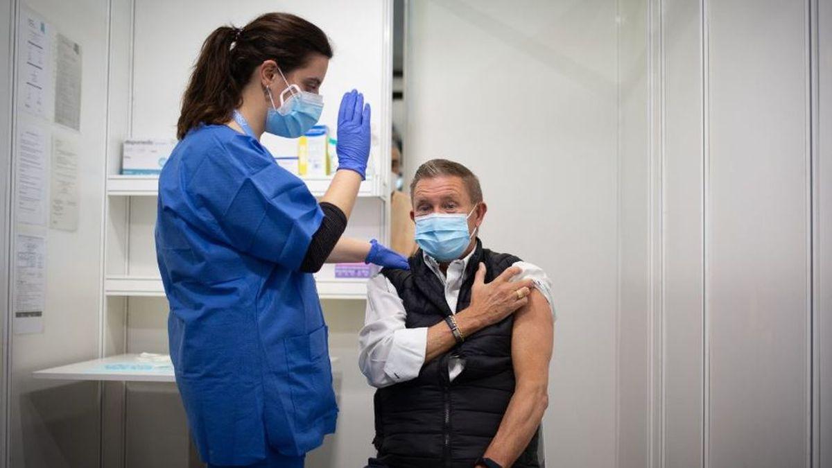 Sanidad y las comunidades decidirán el viernes si se administra la segunda dosis de AstraZeneca