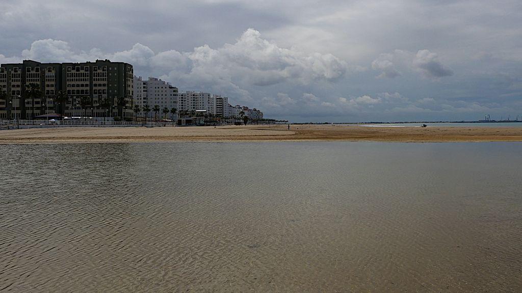 La playa de Valdelagrana, en El Puerto de Santa María, hoy