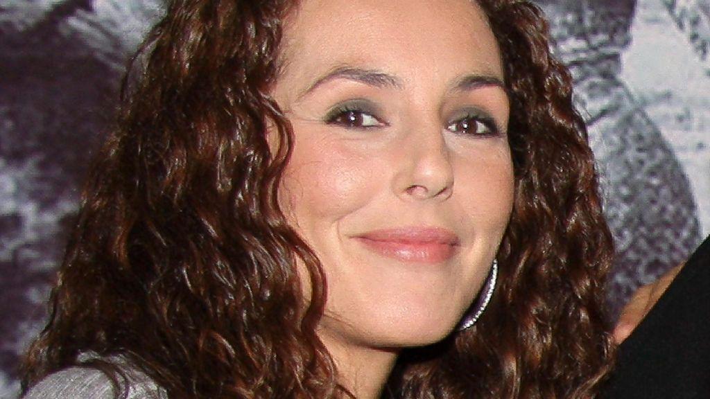 Rocío Carrasco con su rizo al natural antes de hacerse su característico rapado