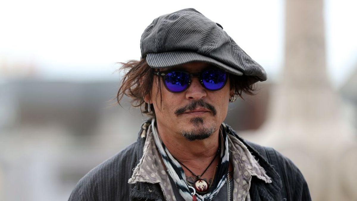 Johnny Depp se deja las canas: el actor aparece con el pelo y la barba blanca a sus 57 años