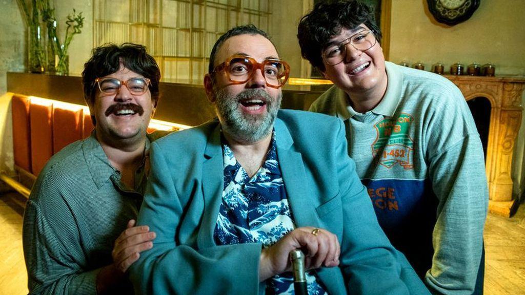 Bob Pop con los actores que le interpretan de joven