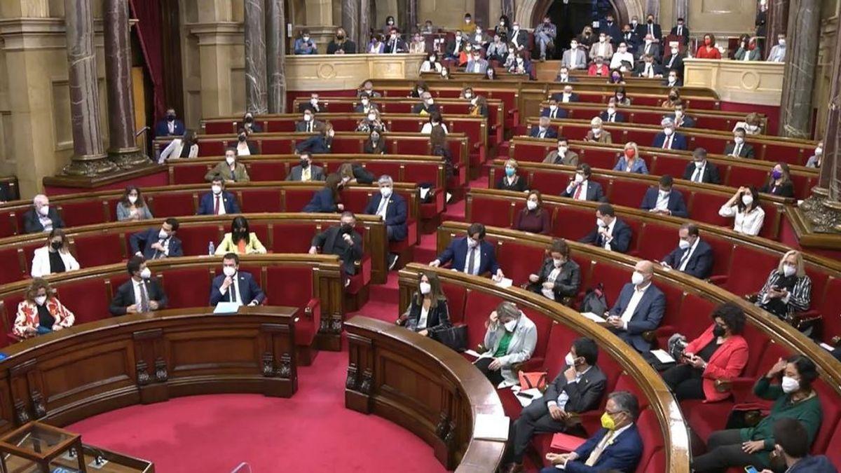 Un año con los escaños vacíos: los 135 diputados catalanes vuelven al hemiciclo del Parlament
