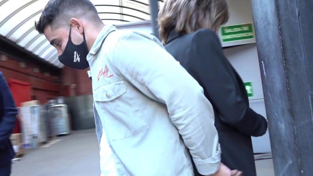 El no abrazo de María Patiño y Miguel Frigenti