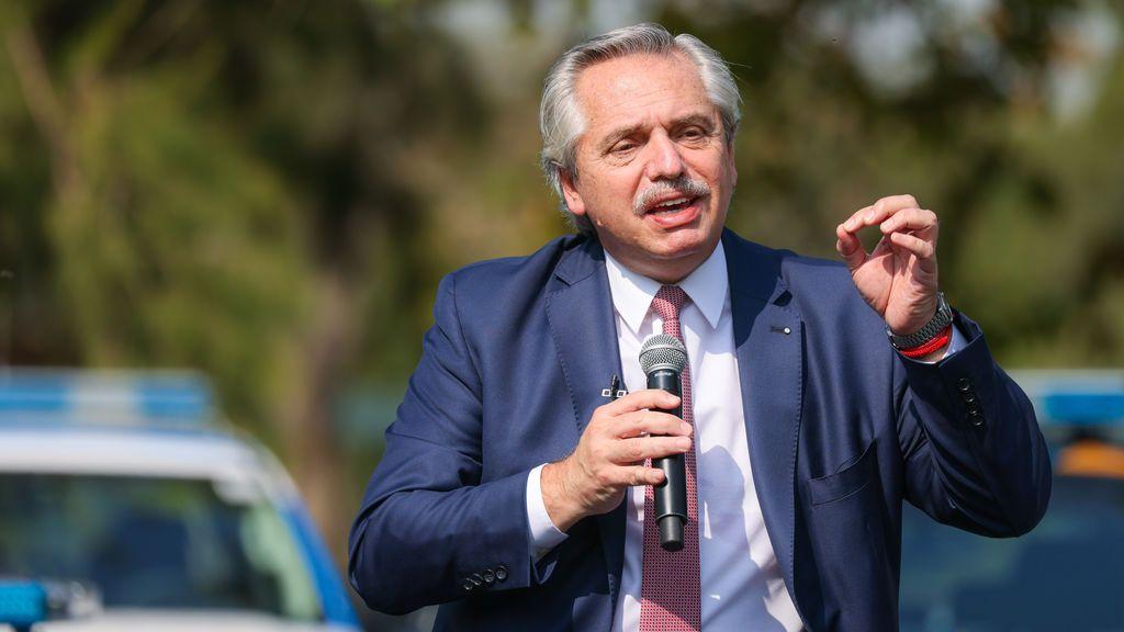 """Fernandéz aboga por """"reforzar los controles"""" sobre las restricciones en Argentina, que roza los 63.000 muertos"""