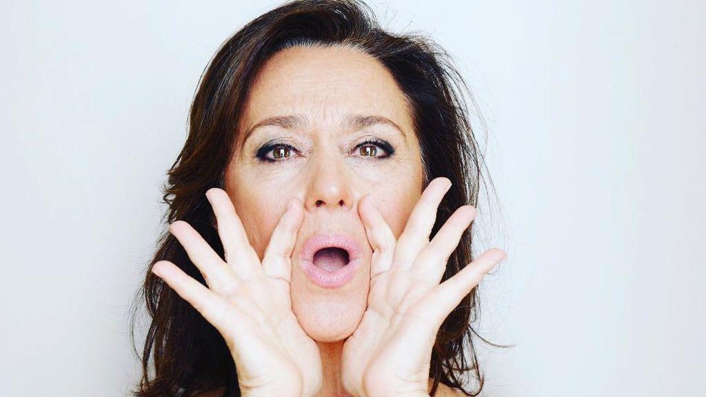 Ejercicio de yoga facial para aliviar la tensión de las cejas