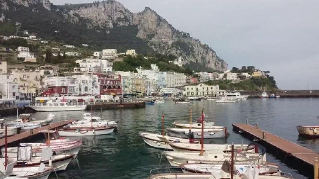 La isla de Capri, vacía de turistas, a vista de dron