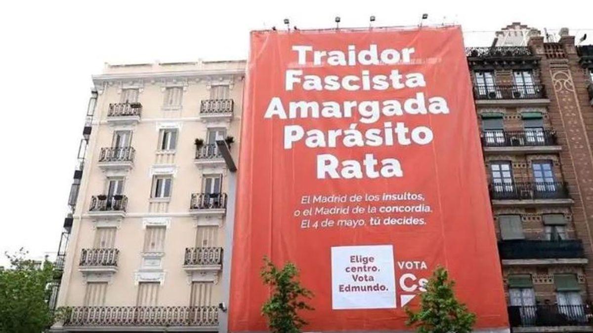 """Ciudadanos cuelga una gran lona en Madrid: """" Traidor. Fascista. Amargada. Parásito. Rata"""""""