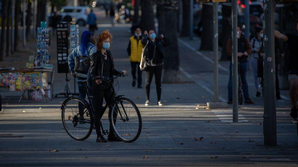 EuropaPress_3462655_mujer_bicicleta_catalunya_espana_11_noviembre_2020_propuesta_plan_movilidad