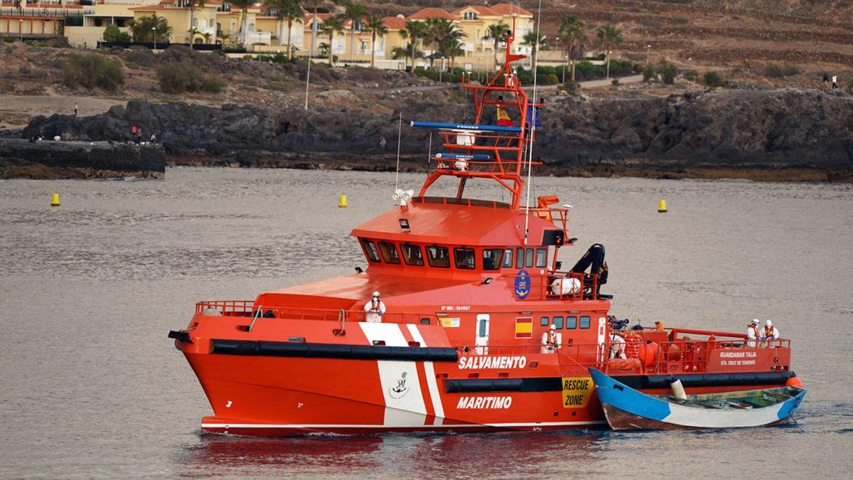 Buscan dos pateras al sur de Gran Canaria tras un aviso de un parto a bordo de una de ellas