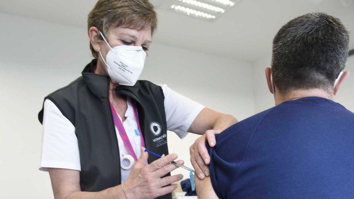 Los profesionales esenciales a los que se les pinchó la primera dosis con la vacuna de  AstraZeneca
