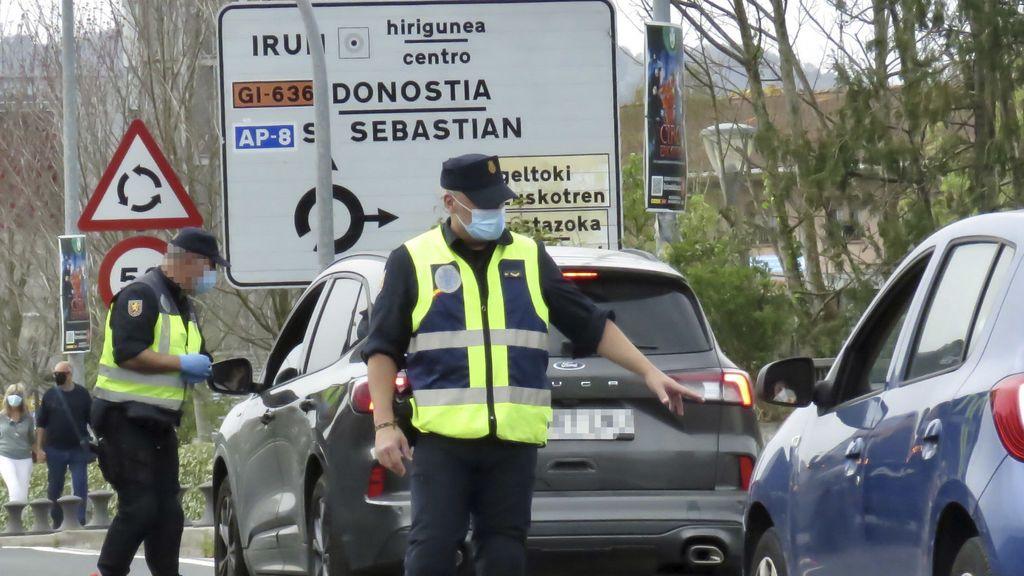 EuropaPress_3627671_policias_nacionales_piden_pcr_negativos_viajeros_cruzan_frontera_francia