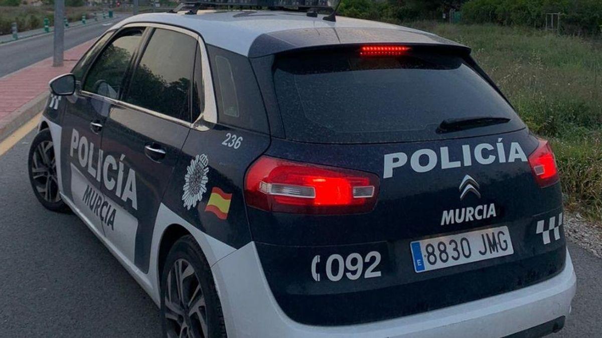 Un bebé muere atropellado por un camión cuando daba marcha atrás en Murcia