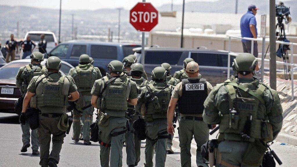 Un policía de EEUU dispara y mata a un hombre delante de su pareja y su hijo
