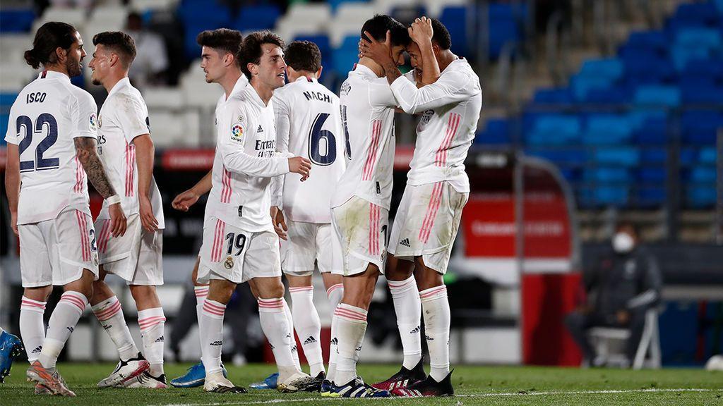 Militao y Casemiro mantienen al Madrid en la pelea por La Liga (1-0)