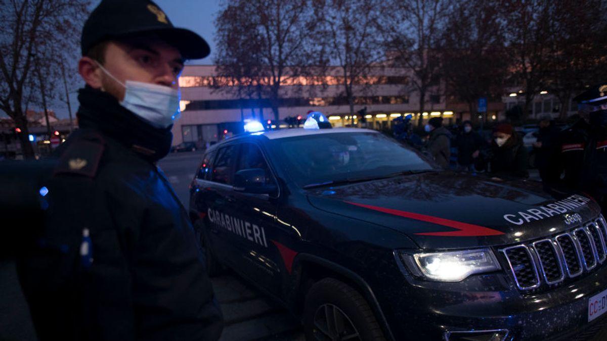 Detienen a dos hombres acusados de terrorismo por incendiar un centro de vacunación en Italia