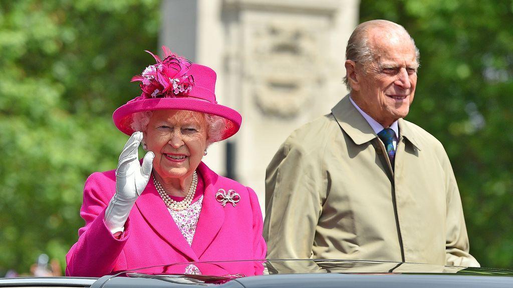 Los regalos, el vestido de novia o el menú. ¿Cómo fue la boda de la reina Isabel II y el Duque de Edimburgo?