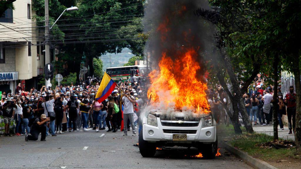 Las violentas protestas contra la reforma tributaria marcan el Día de los Trabajadores en Colombia