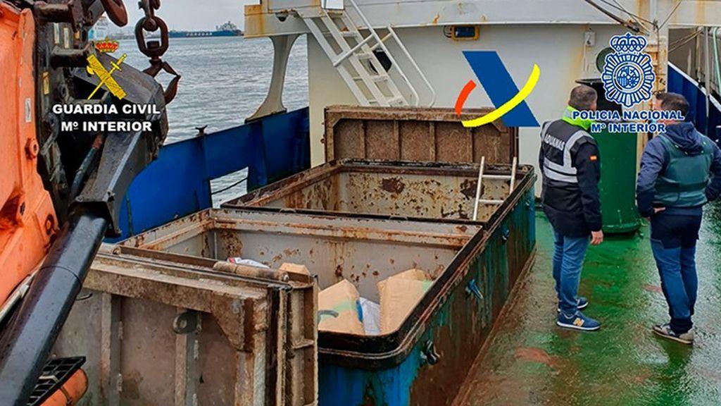 Barco con siete toneladas de hachís a bordo