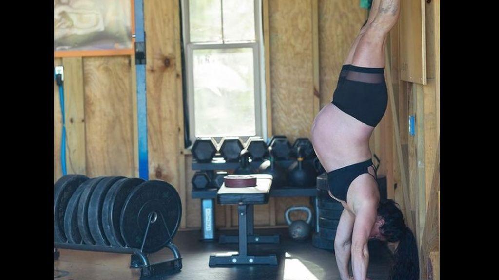 """Una influencer se defiende de las críticas por realizar ejercicio durante su embarazo: """"Mantente activa mamá"""""""