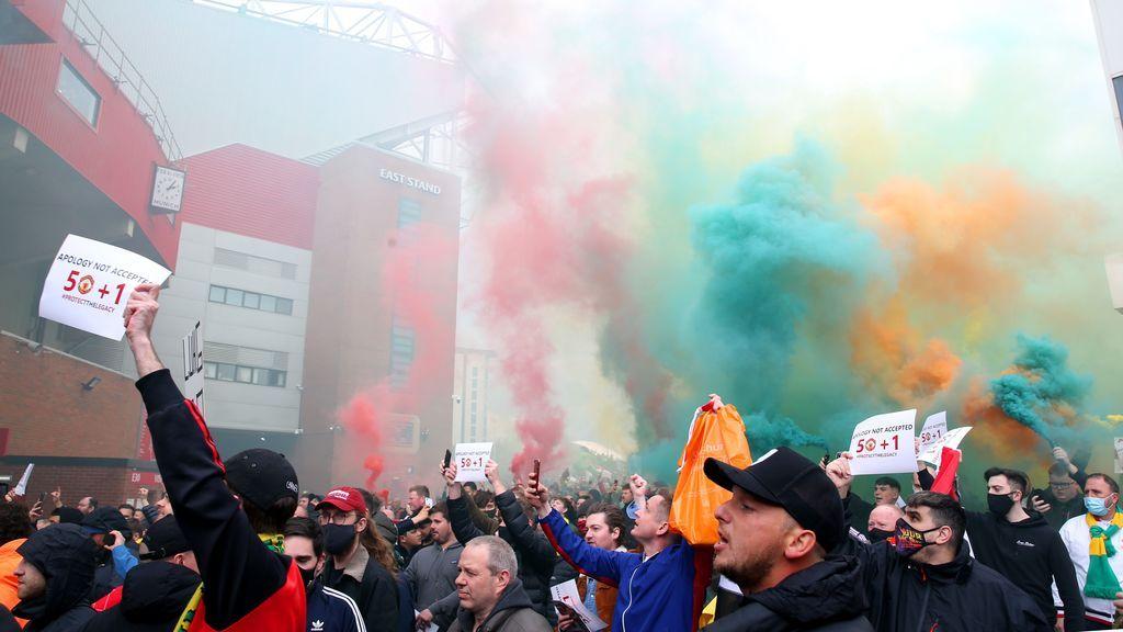 Aficionados del Manchester United se cuelan en Old Trafford para protestar contra los propietarios