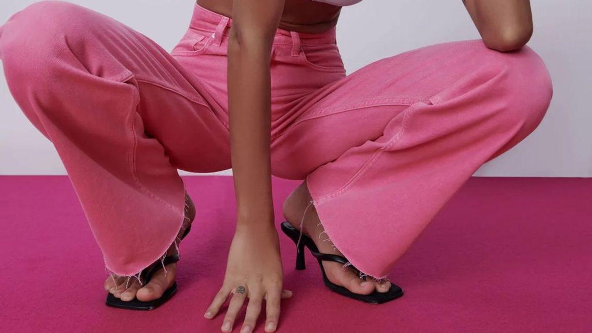 Los pantalones rosas serán tendencia esta temporada y no podrán faltar en tu armario