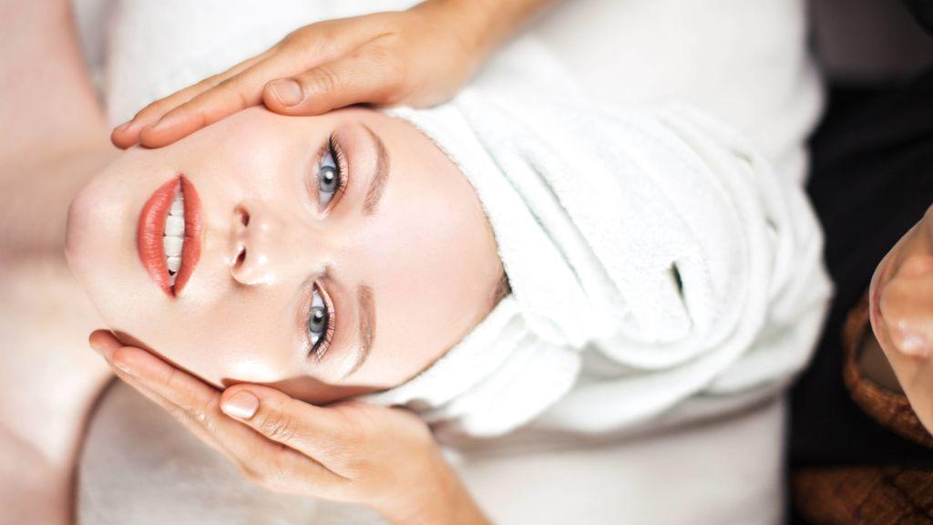 Mesoterapia facial: qué es y cómo funciona este tratamiento con vitaminas que revitaliza la piel y frena el envejecimiento