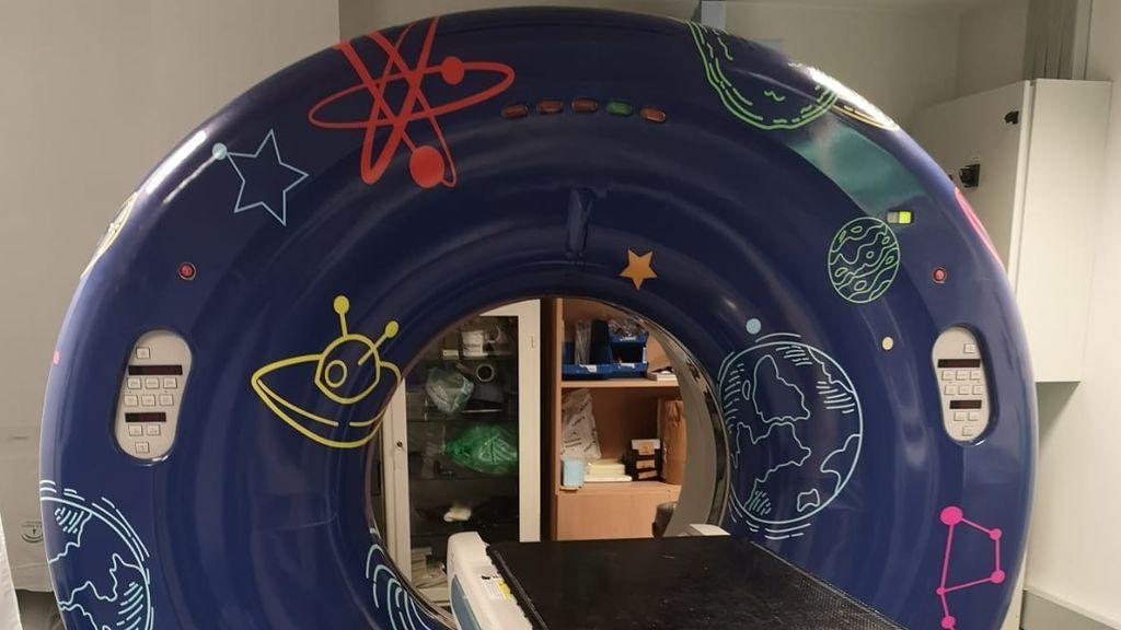 Convierten en un cuento  la sala del escáner infantil del Hospital Virgen del Rocío en Sevilla