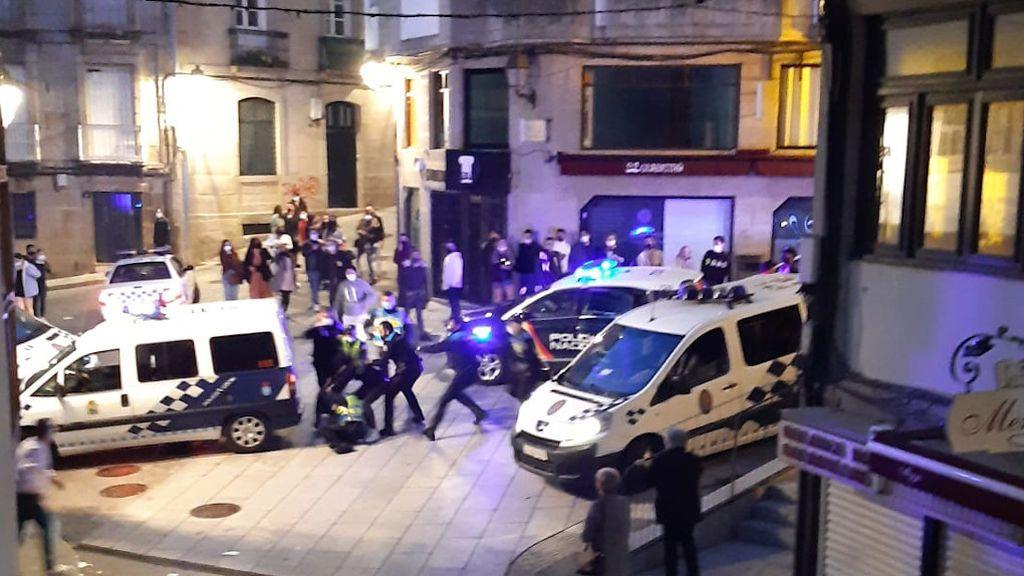 La actuación policial se complicó por los intentos de agresión a los detenidos.